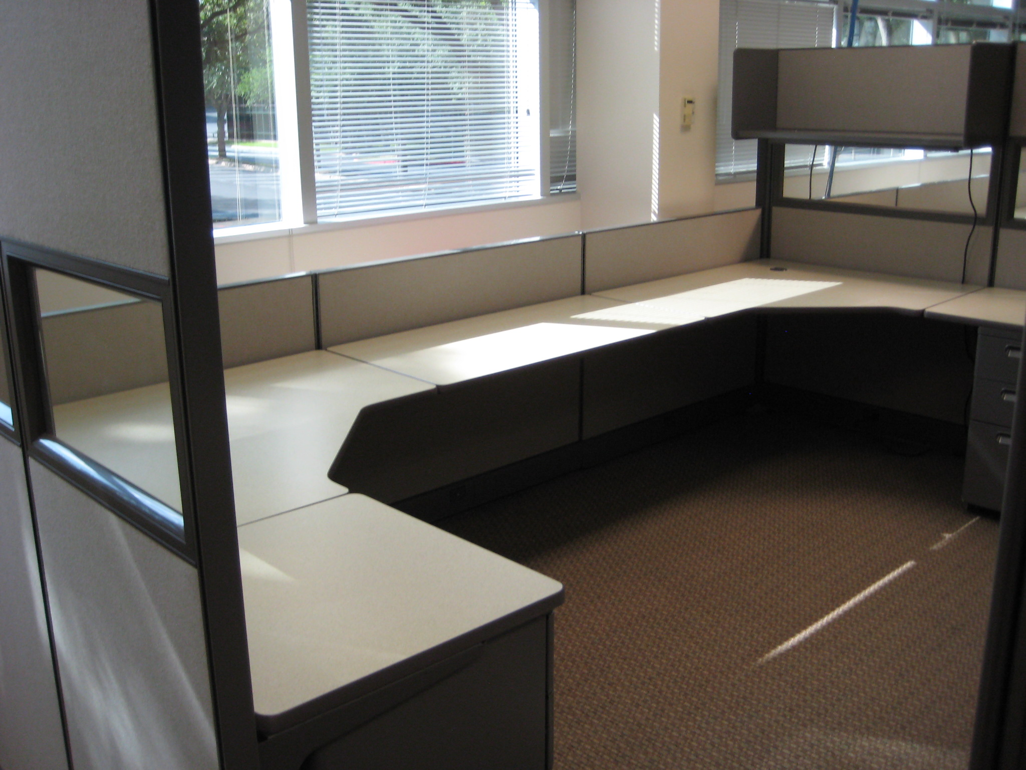 Merveilleux 6u0027X6u0027 Shared Bullpen Used Grey Fabric Cubicle Set Up With 1 Open Shelf With  Light, 1 BBF Or Box Box File Cabinet, And A Window Panel Insert To Let  Light ...